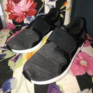Black Jessica Simpson tennis shoes, hardly worn
